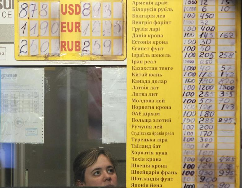 A staff member sits in a currency exchange office in Kiev February 7, 2014. REUTERS/Gleb Garanich