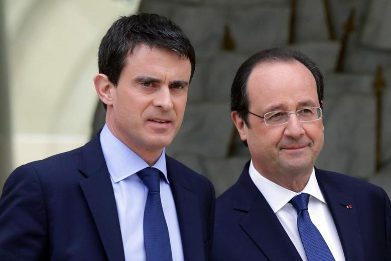 French President Francois Hollande (R) escorts newly-named Prime Minister Manuels Valls after the first cabinet meeting of the new government at the Elysee Palace in Paris, April 4, 2014. REUTERS/Philippe Wojazer