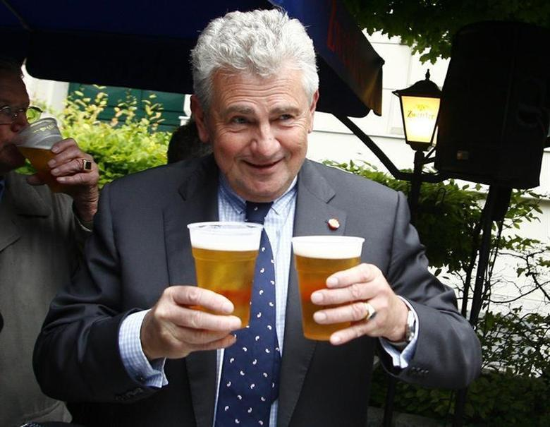 The top candidate of the Austrian freedom party (FPOe) Andreas Moelzer holds beers after first projections for a European parliament elections were published in Vienna June 7, 2009. REUTERS/Dominic Ebenbichler