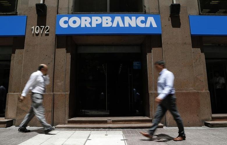 People walk in front of a CorpBanca branch office in downtown Santiago January 29, 2014. REUTERS/Ivan Alvarado