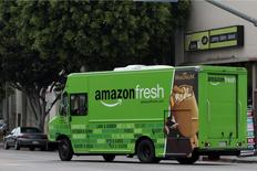 An Amazon Fresh delivery van moves down Pico Bloulevard in Los Angeles, California, June 14, 2013. REUTERS/Jonathan Alcorn