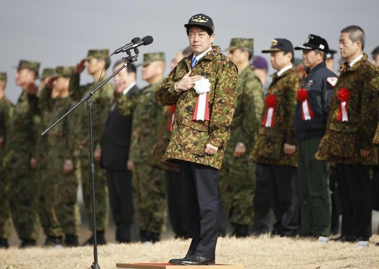 Japan's Defence Minister Itsunori Onodera (C) reviews troops from the Japanese Ground Self-Defense Force 1st Airborne Brigade during an annual new year military exercise at Narashino exercise field in Funabashi, east of Tokyo January 12, 2014. REUTERS/Issei Kato