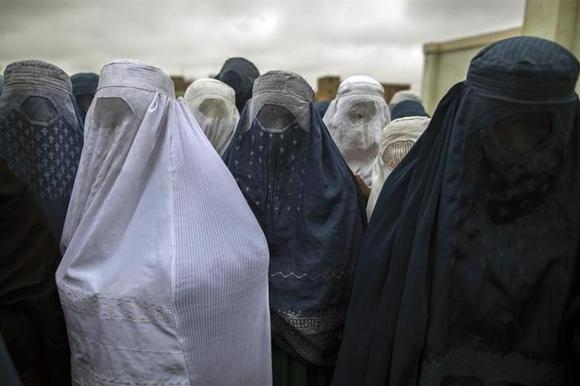 Afghan women wait to cast their ballot at a polling station in Mazar-i-sharif April 5, 2014. REUTERS/Zohra Bensemra