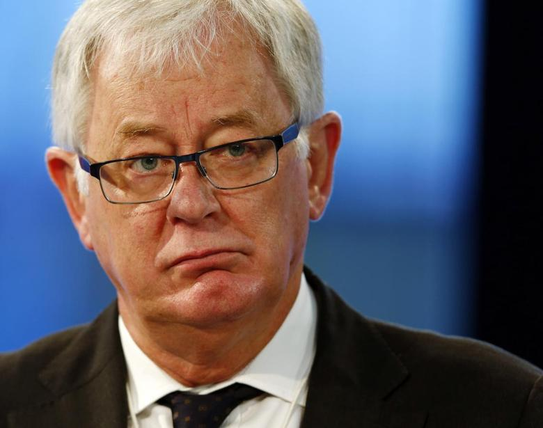 Australia's Trade Minister Andrew Robb attends a session at the World Economic Forum (WEF) in Davos January 25, 2014. REUTERS/Denis Balibouse