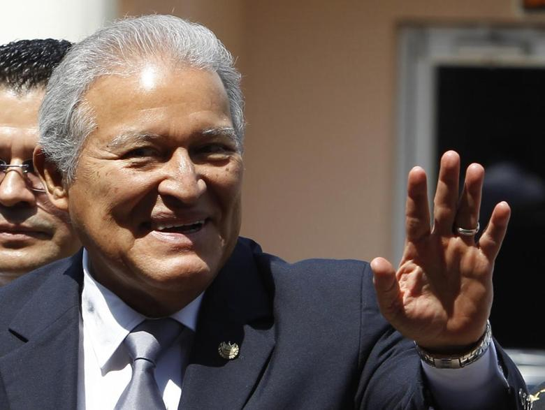 El Salvador's President-elect Salvador Sanchez Ceren waves to the media after his arrival at the presidential palace in Tegucigalpa April 5, 2014. REUTERS/Jorge Cabrera