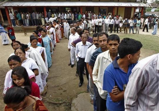 Voters line up to cast their vote outside a polling station in Nakhrai village in Tinsukia district, in Assam April 7, 2014. REUTERS/Rupak De Chowdhuri