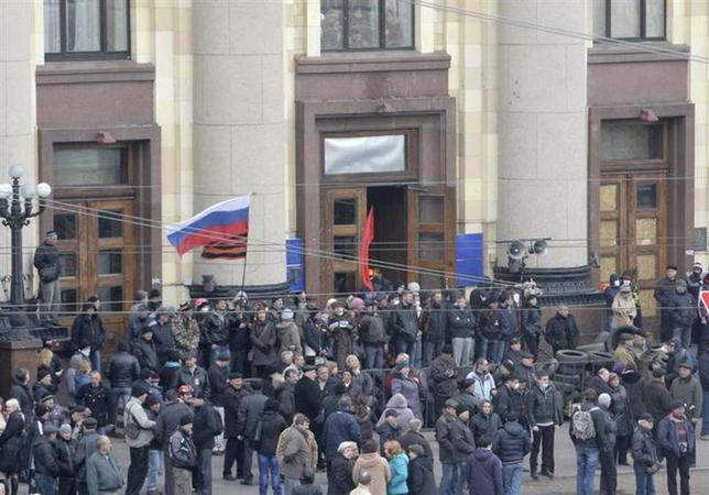 Pro-Russian protesters gather outside the regional administrative building in the eastern city of Kharkiv April 7, 2014. REUTERS/Stringer