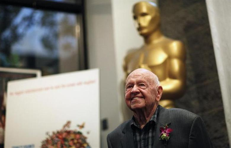 Mickey Rooney poses at a screening of ''It's a Mad Mad Mad Mad World'' to kick off The Last 70mm Film Festival at the Academy of Motion Picture Arts and Sciences in Beverly Hills, California, July 9, 2012. REUTERS/Mario Anzuoni/Files