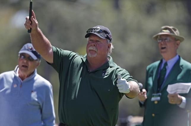 Craig Stadler (C) of the U.S. watches his hole-in-one on the first hole during the Par-3 tournament ahead of the 2011 Masters golf tournament at the Augusta National Golf Club in Augusta, Georgia, April 6, 2011. REUTERS/Hans Deryk