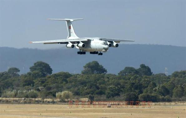 A Chinese Air Force Ilyushin Il-76 aircraft used in the search for Malaysia Airlines flight MH370 prepares to land at Perth International Airport, April 5, 2014. REUTERS/Jason Reed