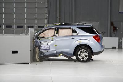 Most midsize SUVs fail tough U.S. crash tests