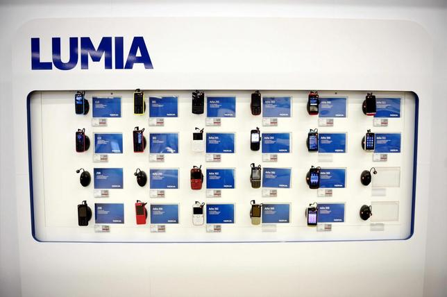 Nokia's Asha mobile phones are seen in a Helsinki mobile phone store January 21, 2014. REUTERS/Antti Aimo-Koivisto/Lehtikuva