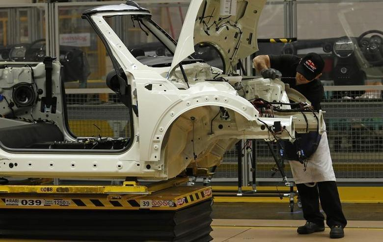 An employee works on a 2013 Mini at BMW's plant in Oxford, southern England November 18, 2013. REUTERS/Suzanne Plunkett