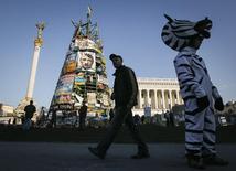 Vista da Praça da Independência, em Kiev. Os líderes financeiros mundiais devem discutir os possíveis riscos à economia europeia devido à crise na Ucrânia, mas não há planos de mencionar o tema no documento final da reunião em Washington, disseram duas fontes do G20. 7/04/2014. REUTERS/Valentyn Ogirenko