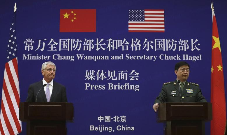 U.S. Secretary of Defense Chuck Hagel (L) and Chinese Minister of Defense Chang Wanquan participate in a joint news conference at the Chinese Defense Ministry headquarters in Beijing April 8, 2014. REUTERS/Alex Wong/Pool