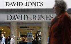 Pedestrians walk past a David Jones department store in central Melbourne September 24, 2009. REUTERS/Mick Tsikas