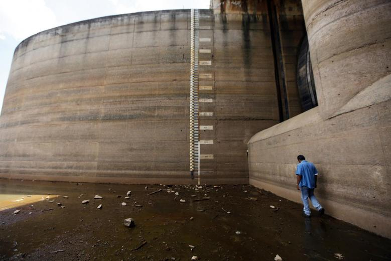 A man walks next to the Jaguari dam station in Braganca Paulista, 100km (62 miles) from Sao Paulo February 20, 2014. REUTERS/Paulo Whitaker