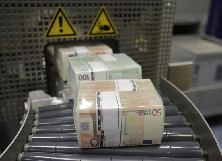 Bundles of euro banknotes move along a conveyer belt at the GSA Austria (Money Service Austria) company's headquarters in Vienna July 22, 2013. REUTERS/Leonhard Foeger