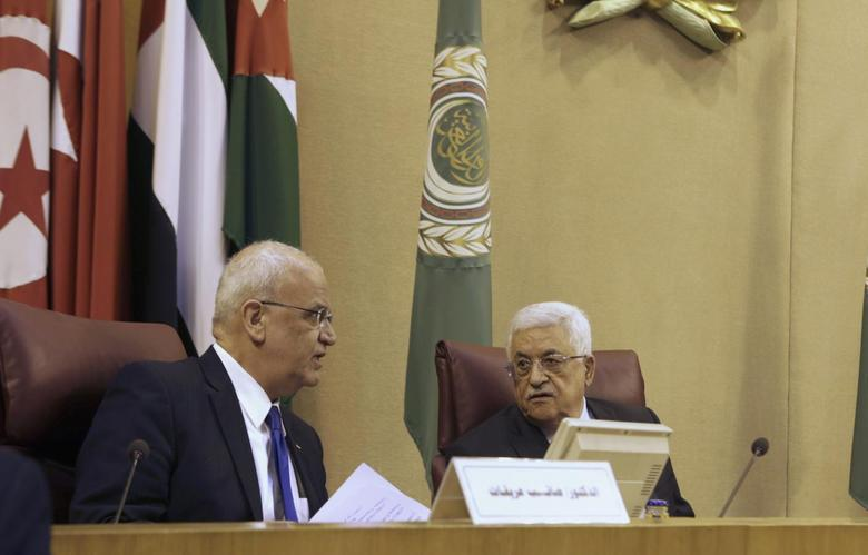 Palestinian President Mahmoud Abbas (R) talks with Palestinian chief negotiator Saeb Erekat as they attend an Arab Foreign Ministers' meeting at the Arab League headquarters in Cairo April 9, 2014. REUTERS/Asmaa Waguih