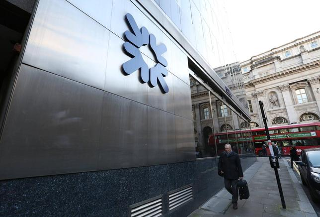 A man walks past a Royal Bank of Scotland building in central London January 28, 2014. REUTERS/Paul Hackett