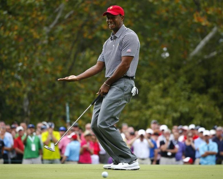 U.S. team member Tiger Woods reacts as he misses a putt on the first hole as he plays with teammate Matt Kuchar against the International team of Louis Oosthuizen and Charl Schwartzel during the Foursome matches for the 2013 Presidents Cup golf tournament at Muirfield Village Golf Club in Dublin, Ohio October 4, 2013. REUTERS/Jeff Haynes
