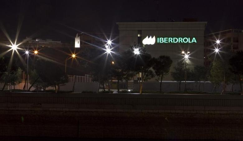The logo of Spanish power company Iberdrola is seen lighted at night on the wall of one of its buildings in Madrid May 8, 2013. Picture taken May 8, 2013. REUTERS/ Rocio Pelaez