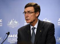 Angus Houston, diretor da agência australiana que coordena as buscas pelo avião desaparecido da Malaysia Airlines, durante coletiva nesta quarta-feira, em Perth. 09/04/2014 REUTERS/Richard Polden