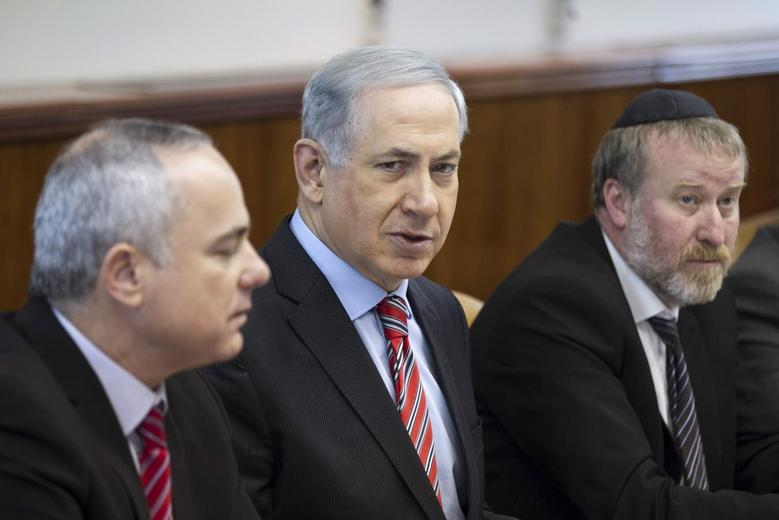 Israel's Prime Minister Benjamin Netanyahu sits next to Cabinet Secretary Avichai Mandelblit (R) and Intelligence Minister Yuval Steinitz (L) during a weekly cabinet meeting at his office in Jerusalem March 30, 2014. REUTERS/Baz Ratner