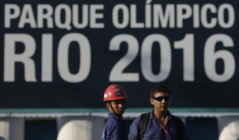 Construction workers on strike stand outside the Rio 2016 Olympic Park construction site in Rio de Janeiro April 8, 2014. REUTERS/Ricardo Moraes