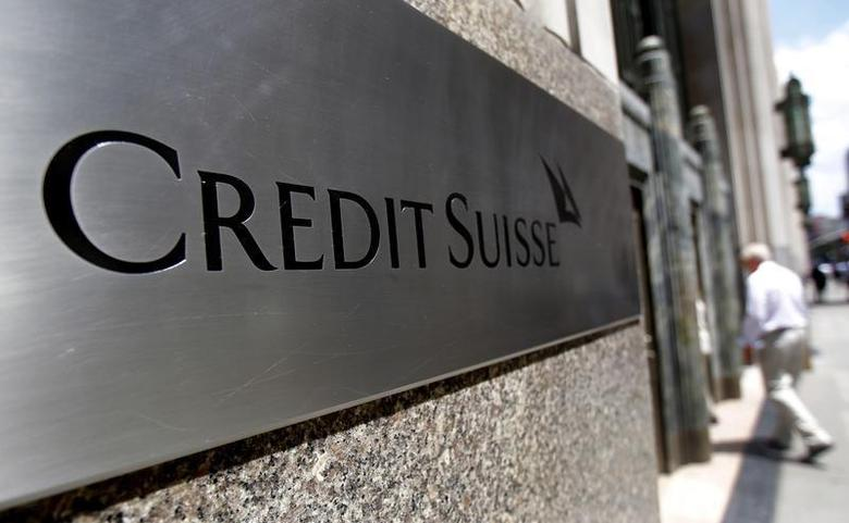 An employee walks into the U.S. headquarters of Swiss bank Credit Suisse in New York City, July 15, 2011. REUTERS/Mike Segar
