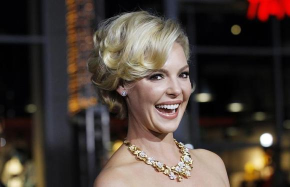Cast member Katherine Heigl poses at the premiere of ''New Year's Eve'' at the Grauman?s Chinese theatre in Hollywood, California December 5, 2011. REUTERS/Mario Anzuoni/Files
