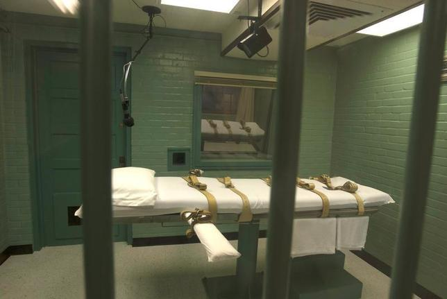 The death chamber is seen through the steel bars from the viewing room at the federal penitentiary in Huntsville, Texas in this September 29, 2010 handout. REUTERS/Jenevieve Robbins/Texas Dept of Criminal Justice/Handout