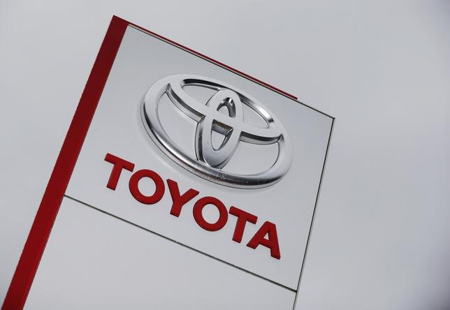 The Toyota logo is seen at a dealership in Ruemlang, outside Zurich in this October 10, 2012 file photo. REUTERS/Michael Buholzer/Files