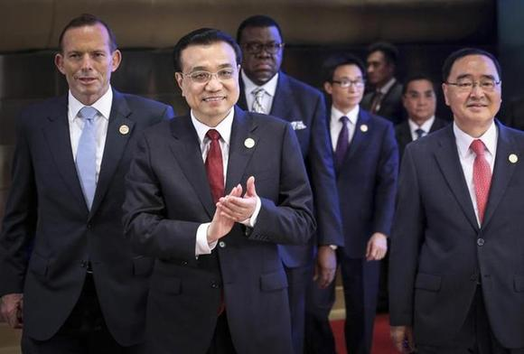 Chinese Premier Li Keqiang (2nd L) claps as he walks with Australian Prime Minister Tony Abbott (L), South Korean Prime Minister Jung Hong-won (R) during the opening ceremony of the Boao Forum for Asia (BFA) Annual Conference 2014 in Boao, Hainan province April 10, 2014. REUTERS/China Daily/Files