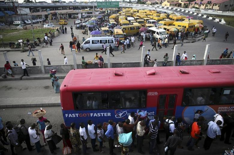 People queue to board a bus in the Obalende district of Lagos October 9, 2013. REUTERS/Akintunde Akinleye