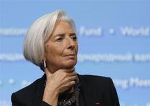 """Christine Lagarde, directora del FMI, conferencia de prensa en Washington, abr 10, 2014. El Fondo Monetario Internacional (FMI) instó el jueves a los líderes mundiales a acelerar el ritmo de las políticas fiscales y financieras con el fin de impulsar el """"maratón"""" del crecimiento o arriesgarse a una prolongada caída global. REUTERS/Gary Cameron"""