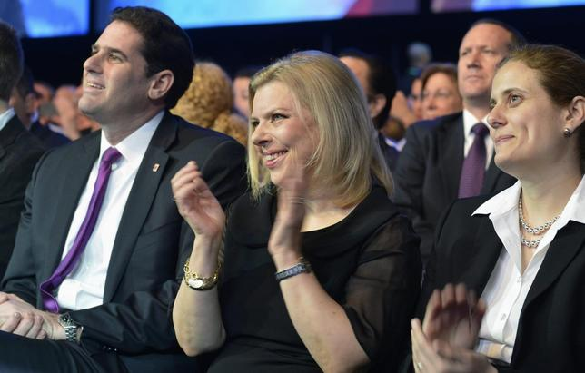 Sara Netanyahu (C), wife of Israeli Prime Minister Benjamin Netanyahu, applauds as her husband addresses the American Israel Public Affairs Committee (AIPAC) in Washington, March 4, 2014. REUTERS/Mike Theiler