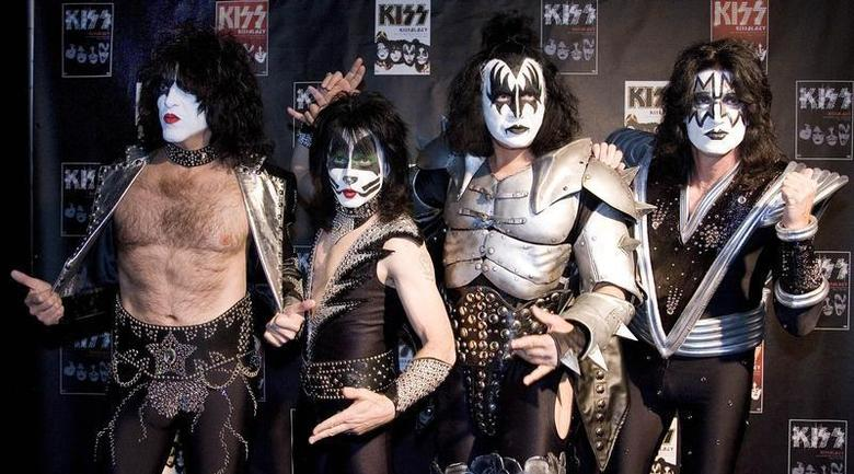 Paul Stanley, Eric Singer, Gene Simmons and Tommy Thayer (L-R) of the U.S. rock group KISS pose for photographers at the Koenig-Pilsener-Arena in Oberhausen, May 8, 2008. REUTERS/Kirsten Neumann