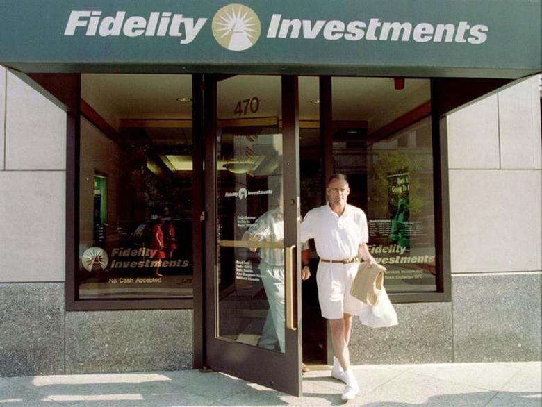 Customers leave a sales office of Fidelity Investments in Boston, August 27. - RTXHBEE