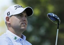 U.S. golfer Bill Haas watches his tee shot on the 17th hole during the first round of the Masters golf tournament at the Augusta National Golf Club in Augusta, Georgia April 10, 2014. REUTERS/Mike Blake