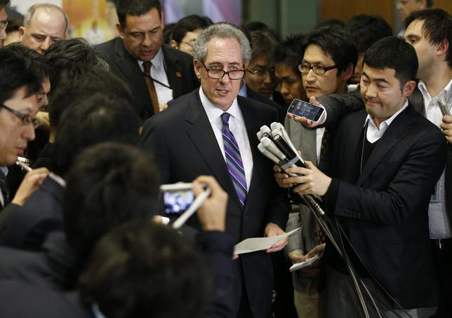 U.S. Trade Representative Michael Froman (C) speaks to media after meetings with Japan's Economics Minister Akira Amari (not in picture) in Tokyo April 10, 2014. REUTERS/Issei Kato