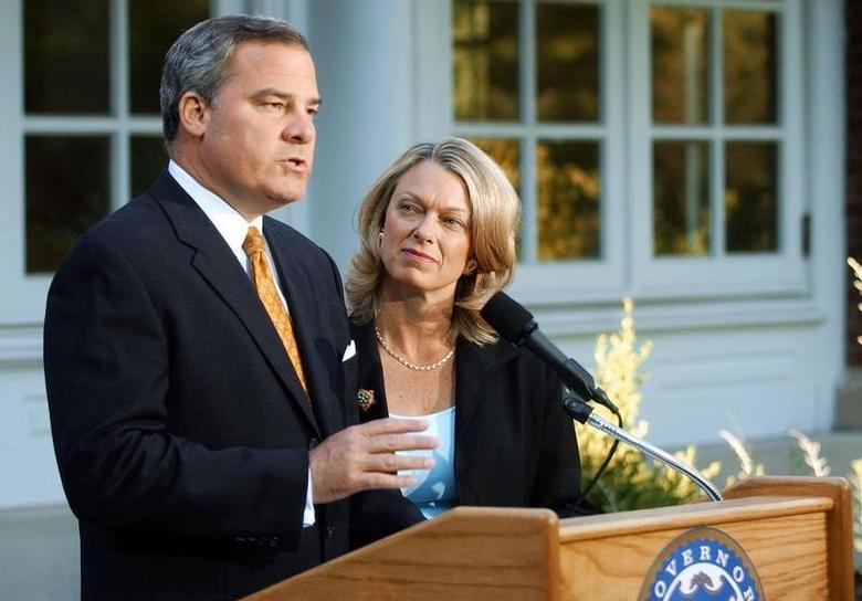 Three-term Republican Connecticut Governor John Rowland (L), with his wife Patty at his side, makes a televised address from the governor's residence in Hartford, Connecticut, June 21, 2004. REUTERS/Bob Child