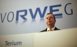 Глава RWE AG Петер Териум на пресс-конференции в Эссене 4 марта 2014 года. Немецкая RWE говорит, что провела переговоры с Нафтогазом Украины о возможных поставках газа Киеву и готова приступить к экспорту в течение нескольких дней после достижения договоренностей, которые необходимы Украине для сокращения энергетической зависимости от России. REUTERS/Ina Fassbender