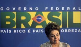 A presidente Dilma Rousseff em cerimônia no aeroporto do Galeão, no Rio de Janeiro. Ela afirmou nesta sexta-feira que o governo mantém sistematicamente o olho na inflação. 02/04/2014 REUTERS/Ricardo Moraes
