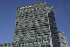 Oficinas de JP Morgan en el distrito de Canary Wharf, Londres, ene 28, 2014. JPMorgan Chase & Co reportó una caída del 19 por ciento en sus ganancias del primer trimestre debido a un descenso de los ingresos por intermediación de valores, en medio de un clima de incertidumbre sobre la fortaleza de la recuperación económica y las intenciones de la Fed sobre las tasas de interés. REUTERS/Simon Newman
