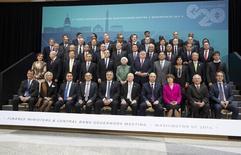 As autoridades do G20 em pose para foto durante a reunião anual do FMI, em Washington. 11/04/2014 REUTERS/Joshua Roberts