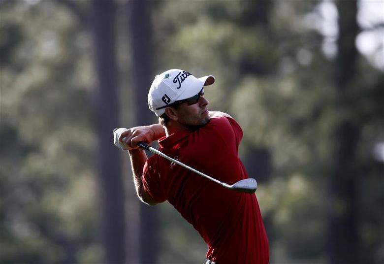 Australia's Adam Scott hits a shot on the 14th hole during the second round of the Masters golf tournament at the Augusta National Golf Club in Augusta, Georgia April 11, 2014. REUTERS/Mike Segar