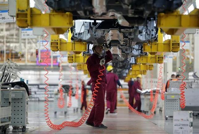 Employees work at a Chinese automobile factory in Hefei, Anhui province, March 15, 2014. REUTERS/Stringer