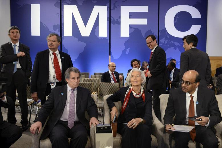 IMF Managing Director Christine Lagarde (C) takes her seat as she joins IMF First Deputy Managing Director David Lipton (L) and Singapore's Finance Minister Tharman Shanmugaratnam as they wait for the start of the International Monetary and Financial Committee (IMFC) meeting during the IMF and World Bank's 2014 Annual Spring Meetings in Washington, April 12, 2014. REUTERS/Mike Theiler