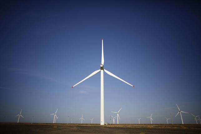 Wind turbines used to generate electricity are seen at a wind farm in Guazhou, 950km (590 miles) northwest of Lanzhou, Gansu Province September 15, 2013. REUTERS/Carlos Barria